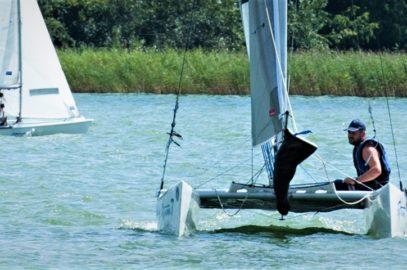 Błękitną Wstęgę Jeziora Czos 2017 wygrała łódka Extreme 7